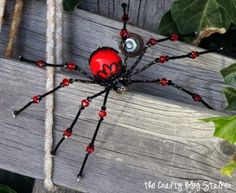 How to make a beaded spider ~ Good photo tutorial, just in time for Halloween - or if you just like spiders  :-)  Would make a really cute Halloween pin  . . .  ღTrish W ~ http://www.pinterest.com/trishw/  . . .  #handmade #jewelry #beading