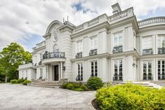 Classy And Luxurious Gated Mississauga Palace In Ontario