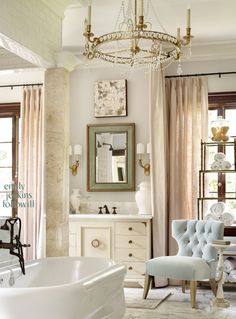 shabby chic bathrooms for small Cottage Chic, French Bathroom, Chic Bathrooms, Blue Bathrooms, Bathroom Pink, Glass Bathroom, Modern Bathroom Design, Bathroom Designs, Bathroom Inspiration
