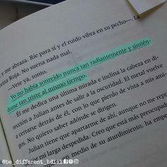 sonreí, sonreí... dale, que no se da cuenta de que te duelelibro: la reina roja, victoria aveyard#sesé••••#frases #bdlil #bedifferentliveinlove #bedifferent #bedifferentbdlil #facebook #pinterest #instagram #bookstagram #books #libro #libros #lareinaroja #mare #marebarrow #rojosvsplateados #theredqueen #saga #pensamientos #thoughts #sonrisa #falso #sonrisafalsa #triste #lagrimas #despedida #kilorn