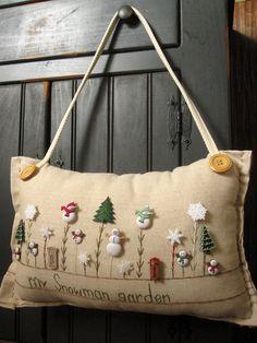 Hanging Pillow My Snowman Garden Cottage Style por PillowCottage