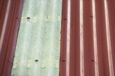 Glassfiber-plater i utedo-taket.