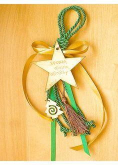 Χειροποίητο γούρι με ξύλινο αστέρι με ευχές Xmas, Christmas Ornaments, Charmed, Holiday Decor, Facebook, Fimo, Clay, Christmas, Christmas Jewelry