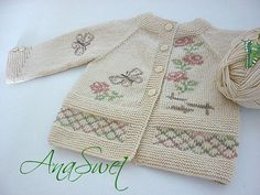 Hand knit baby cardigan with flowers and butterflies.Baby clothing shop, Hand knit baby cardigan with flowers and butterflies.Baby cardigan for girls Baby Knitting Patterns, Pattern Baby, Top Pattern, Baby Patterns, Hand Knitting, Double Knitting, Cardigan Bebe, Knit Cardigan Pattern, Knitted Baby Cardigan