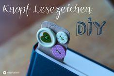 DIY Knopf Lesezeichen: Ein selbstgemachtes Lesezeichen ist eine schöne kleine Geschenkidee die Büchergeschenke persönlicher macht.