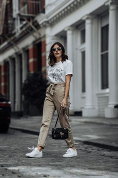 Graphic Tee - Gucci Pants - Ideas of Gucci Pants - Stradivarious Plain Tie Waist Pants Nyc Fashion, Street Fashion, Fashion Brands, Fashion Websites, Chic Outfits, Trendy Outfits, Fashion Outfits, Fall Outfits, Graphic Tee Style