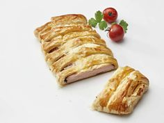 Kanakätkö on superhelppo suolainen tarjottava kahvipöytään tai vaikkapa brunssille. Kääräise vain Kariniemen kananpojan leikkeleet voitaikinaan ja mausta juustolla. Tuorejuuston maun voi valita omaasi...