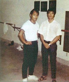 Bruce with Dan Inosanto Rare Pictures, Rare Photos, Bob Marley, Eminem, Bruce Lee Family, Bruce Lee Photos, Jeet Kune Do, Enter The Dragon, Wing Chun