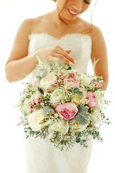Gorgeous Pink and White Bridal Bouquet | Photo: Team Benitez Photo