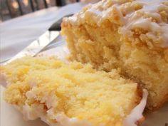 Quem é que não adora um belo bolo de laranja, húmido e delicioso. Aqui vai uma receita simples mas deliciosa de bolo de laranja, bem fofinho e húmida, acho que em vez de chocolate (como no bolo de cenoura) fica mesmo bem com um glacé de limão ou para fica extra húmido com uma calda de laranja por cima. Receita de Bolo Húmido de Laranja com Glacé Ingredientes Bolo de Laranja Ovos - 6 Farinha - 450gr (+/- 1+1/2 copos) Açúcar - 450gr (+/- 1+1/2 copos) Óleo - 150ml (+/- 1...