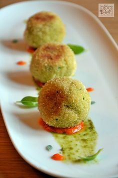 Polpette di cous cous alle zucchine ✫♦๏༺✿༻☼๏♥๏花✨✿写☆☀🌸✨🌿✤❀ ‿❀🎄✫🍃🌹🍃❁~⊱✿ღ~❥༺✿༻🌺☘‿TU Apr ♥⛩⚘☮️ ❋ Raw Food Recipes, Italian Recipes, Cooking Recipes, Healthy Recipes, Amouse Bouche, Babybel, Albondigas, Antipasto, Appetisers