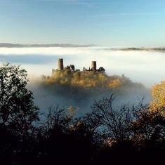 Burg Thurant in den Wolken