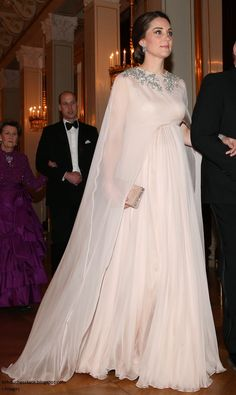 Duchess Kate's Evening Wear during the 2018 Norway Tour the Duchess looked regal in a flowing blush Alexander McQueen gown with cape detailing and crystal flower embellishment around the neckline Looks Kate Middleton, Estilo Kate Middleton, Kate Middleton Wedding, Windsor, Duchesse Kate, Prinz Philip, Princesa Kate Middleton, Herzogin Von Cambridge, Cape Gown