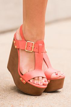 OMG! These wedges are perfection! They are perfect for the summer and will give that pop of color to any outfit!