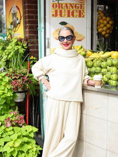 Bring a little light to the autumn season with Honey Good! | #fashion #over50 #style
