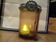 Mason jars are often used for decorating the home, wedding gifts, item storage and other creative crafts. Here are Cute Mason Jar Craft Ideas which can help you to repurpose those old mason jars for decoration or useful pieces. Buy Mason Jars, Bottles And Jars, Mason Jar Crafts, Mason Jar Lamp, Cute Diy Projects, Cute Crafts, Creative Crafts, Diy Crafts, Diy Lego