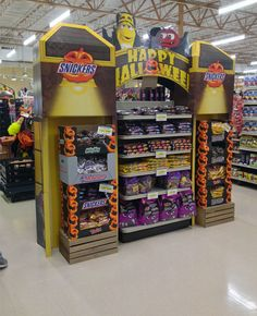 Temporary POS Design - 3D Design - Cardboard Design - In-Store Theatre - Snickers Archway