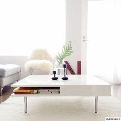 olohuone,peikonlehti,lampaantalja,olohuoneen pöytä,sohva,valoisa