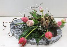 Bloemstuk in paasstijl met vers groen, bloemen, keraCoat en tempex Mont Blanc Dessert, Terrarium, Diy, Table Decorations, Spring, Floral, Inspiration, Home Decor, Hampers