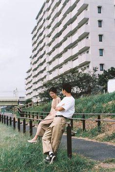 Thời đại của ảnh phim: Đi ba bước ra bãi cỏ, cafe tán gẫu hay giặt ủi công cộng cũng có thể sáng tác ngôn tình - Ảnh 1.