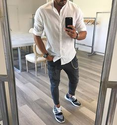 Tag someone you think should follow us for daily inspiration 🙏🏽 #menwithstreetstyle