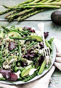 Przepis na szparagi-sałatka szparagowa-blog kulinarny-codojedzenia.pl Feta, Green Beans, Cabbage, Salad, Vegetables, Blog, Cabbages, Salads, Vegetable Recipes