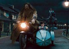 LONDON: Das Motorrad und Beiwagen verwendet in einer dramatischen Verfolgungsjagd in einem der Harry Potter-Filme ist auf Anzeige am Montag an das Mus... #WarnerBros. #international #HarryPotter #Farbdisplay