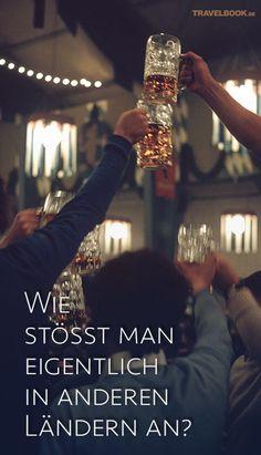 """""""Oans, zwoa, drei – g'suffa!"""" – so tönt es aus den Zelten beim Oktoberfest. Dabei gilt: Beim Zuprosten schaut man sich in die Augen und die Gläser dürfen sich nicht überkreuzen – sonst drohen sieben Jahre schlechter Sex. Mehr braucht man in Deutschland beim gemeinsamen Trinken eigentlich nicht zu beachten. Aber wie sieht es in anderen Ländern aus? TRAVELBOOK gibt einen Einblick in die Trinkbräuche dieser Welt."""