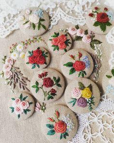 #hearts #love #rose#刺繡#手仕事のある暮らし#embroidery #花 #Embroidery#stitch#needlework #프랑스자수#일산프랑스자수#자수#자수브로치#자수타그램#자수소품 #자수브로치