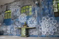 Urban Jewelry: Lace Street Art by NeSpoon street art lace ceramics -- almost yarn bombing, just that this one isnt yarn (but others on this page are) Murals Street Art, Street Art Graffiti, Land Art, Urbane Kunst, Instalation Art, Garden Mural, Urban Jewelry, Grafiti, Yarn Bombing