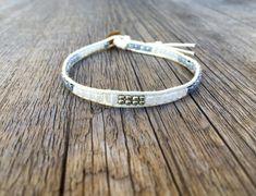 Verspieltes Perlenarmband mit Perlen in silber weiss grau | Etsy Braided Bracelets, Boho, Etsy, Jewelry, Fashion, Beads, Handmade, Silver, Wristlets