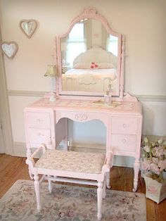 Exactly what I want when I buy a vanity...so many beautiful ones on this page!  http://www.foreverpinkcottagechic.com/vanities.html)