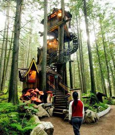 Funny pictures about Multi-layered tree house. Oh, and cool pics about Multi-layered tree house. Also, Multi-layered tree house. Beautiful Homes, Beautiful Places, Amazing Places, Cool Tree Houses, Tree House Designs, In The Tree, Bungalows, Play Houses, Cubby Houses
