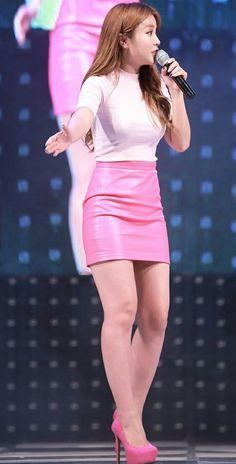 Pretty Korean Girls, South Korean Girls, Korean Girl Groups, Girls In Mini Skirts, Asian Hotties, Korean Women, Asian Woman, Kpop Girls, Asian Beauty