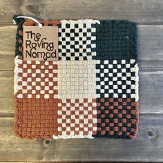 Woven Potholder Autumn Fields 2019 Woven Potholder by The Roving Nomad The post Woven Potholder Autumn Fields 2019 appeared first on Weaving ideas. Potholder Loom, Crochet Potholder Patterns, Pin Weaving, Loom Weaving, Weaving Textiles, Weaving Patterns, Yarn Crafts, Sewing Crafts, Sewing Ideas