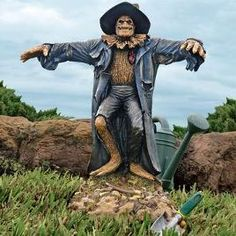 Garden Scarecrow Statue .. http://www.skymall.com/shopping/detail.htm?pid=203752136&c=