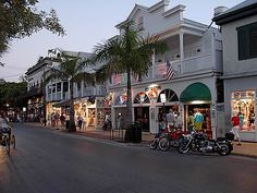 Duvall St., Key West, FL...This has to be one of my favorite places. Key West is no longer the paradise it once was. The cruise ships started stopping here about 10 years ago and that ruined the character of the entire place. Tacky t-shirt shops opened for those tourists, replacing the art galleries and other nice restaurants and shops. I have not gone back in almost 10 years. Duvall Street, Voyage Usa, Key West Vacations, Fl Keys, Key West Florida, Florida Keys, Florida Usa, Florida Beaches, Florida Vacation