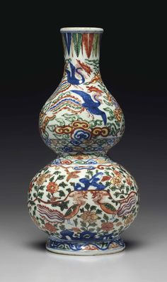 Ancient chinese- use of color is amazing of the porcelain base A rare Wucai 'Phoenix' double-gourd-form wall vase, Wanli six-character mark in underglaze blue within a double rectangle and of the period Porcelain Jewelry, Porcelain Ceramics, Ceramic Vase, Painted Porcelain, Fine Porcelain, Hand Painted, Vases, Chinese Wall, Vase Design