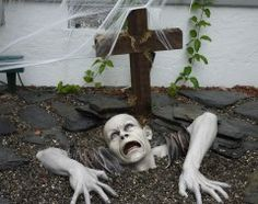 Is your house a trick-or-treater's dream? DIY halloween yard decorations