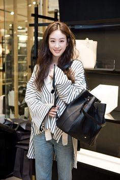 려원 패션/려원 스타일/려원 사복/려원 데일리룩/봄 데일리룩 : 네이버 블로그 Cool Street Fashion, Street Style, Korean Star, French Chic, Celebs, Celebrities, Daily Look, Jeans Style, Streetwear Fashion