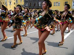 Caporales girls on parade - some of those girls are wearing very high-cut black panties! South American Girls, American Girl Dress, Carnival Girl, Carnival Outfits, Windy Skirts, Perfect Legs, Latin Women, Showgirls, Cool Girl