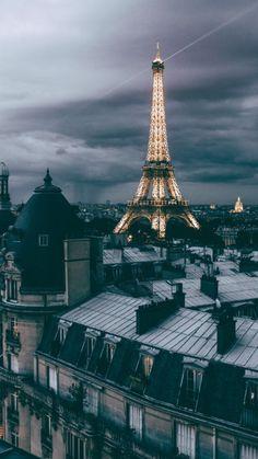 Toits de Paris- France- Eiffel Tower on a gloomy day-grey clouds Paris Photography, Travel Photography, Photography Lighting, Photography Tips, Landscape Photography, Eiffel Tower Photography, Freelance Photography, Cityscape Photography, Photography Classes