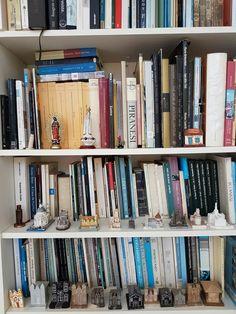 Livros e miniaturas
