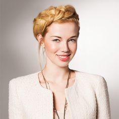 Starke Frauen wie wilde Hochsteckfrisuren. Dieses lebhafte Frisur ist ideal für diejenigen, lange, heiße Sommer-Nächte oder sogar Tage. Es funktion... #Hochsteckfrisuren #Sommer #unordentlich