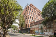 "Completed in 2017 in Ciudad de México, Mexico. Images by Diana Arnau. EMILIANO ZAPATA is a six floor Housing Project with 25 units located in Eje 7 ""A"" Sur General Emiliano Zapata, on a central neighborhood of Mexico. Residential Architecture, Architecture Design, Patio Interior, Brick Facade, Luz Natural, Nice View, Ground Floor, Building Design, Multi Story Building"