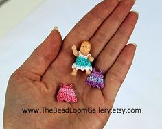 Dollhouse Miniature Doll with Clothes by thebeadloomgallery My girls LOVE babies to play with barbies! They have quite the extensive collection of both! Disney Princess Vanity, Doll Clothes Patterns, Clothing Patterns, Doll Furniture, Dollhouse Furniture, Dollhouse Miniatures, Diy Dollhouse, Vanity Set, Miniature Dolls