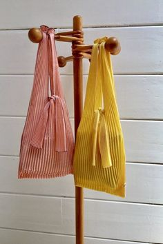 Los Angeles's top indie boutiques Plec Pleats Bag – Large Pink Pleated Fabric, Textiles, Summer Bags, Spring Summer, Fabric Bags, Large Bags, Handmade Bags, Diy Clothes, Purses And Bags