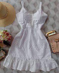 como comprar direto de fornecedores como comprar roupas de fornecedores como comprar roupas baratas para revende… in 2020 White Fashion, Boho Fashion, Fashion Dresses, Western Outfits, Indian Outfits, Grad Dresses, Summer Dresses, Beautiful Casual Dresses, Frocks For Girls