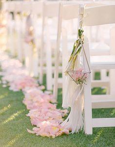 Pétales de rose : que faire pour un mariage avec des pétales de roses  - Elle
