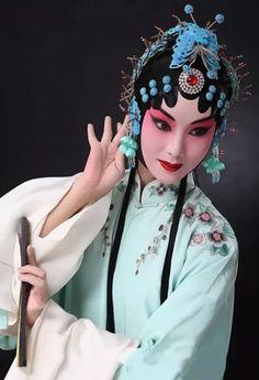 Chinese Opera posted by Sifu Derek Frearson Turandot Opera, Chinese Makeup, Opera Mask, Chinese Element, Chinese Opera, Red Packet, Chinese Embroidery, China Art, Ancient China